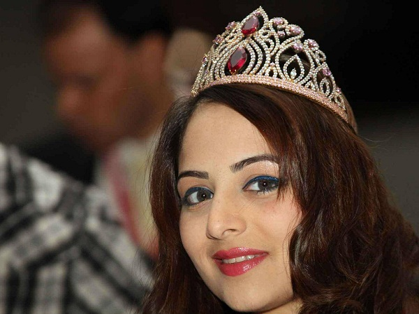 Celebrity Zoya Afroz