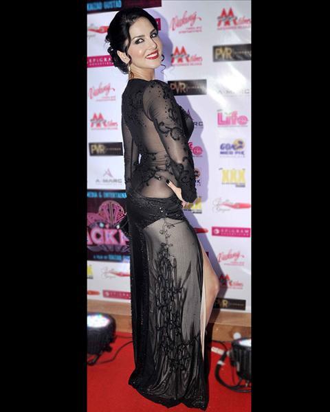 Sunny Leone Wardrobe Malfunction