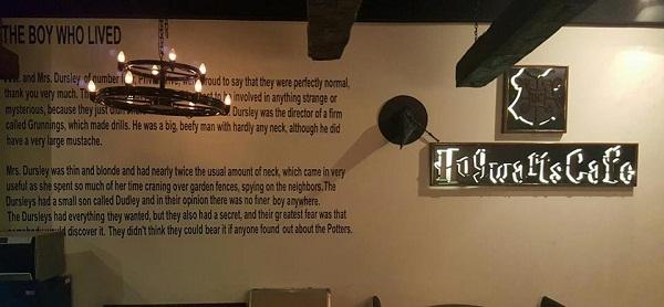 Hogwarts cafe Walls