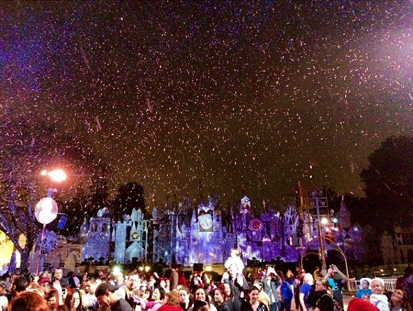 disneyland christmas snow
